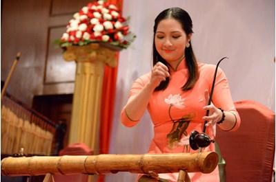 Gia Sư Dạy Đàn Bầu, Giữ Gìn Truyền Thống Việt